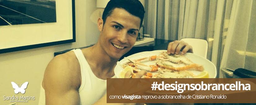 O Cristiano Ronaldo abusou no design de sobrancelha e ficou com um rosto com traços bem femininos. Sobrancelhas muito certinhas para homens não caem bem. Além de não combinar com todos os rostos, ainda trazem um ar bastante metrossexual. O bacana é o meio termo