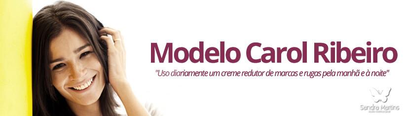 """Carol Ribeiro  No dia a dia, a bela top consegue ser viciada no Strivectrin, um creme redutor de marcas e rugas. """"Uso pela manhã e à noite, todos os dias"""", diz. Fora isso, ela nunca esquece de tirar a maquiagem antes de dormir, limpando e hidratando a pele com cremes formulados por sua dermatologista. Para completar, a cada dois meses Carol faz uma limpeza de pele profissional."""