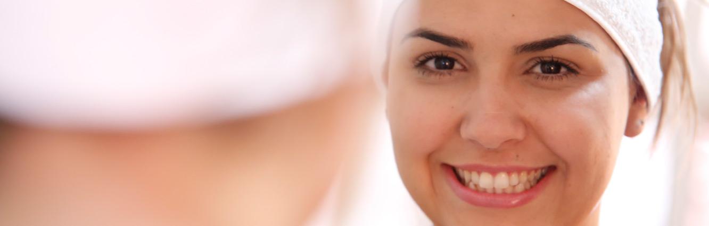 O Microagulhamento se tornou o tratamento queridinho do momento, mas você sabia que ele não é usado apenas contra cicatrizes de acne, mas não por ser uma moda passageira e sim por conseguir tratar vários aspectos da pele ao mesmo tempo.