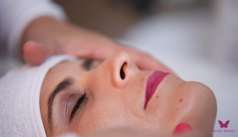 Conheça a técnica de depilação do facial com Linha em Taguatinga e Brasília do Studio Sandra Martins de estética facial para peles sensíveis.