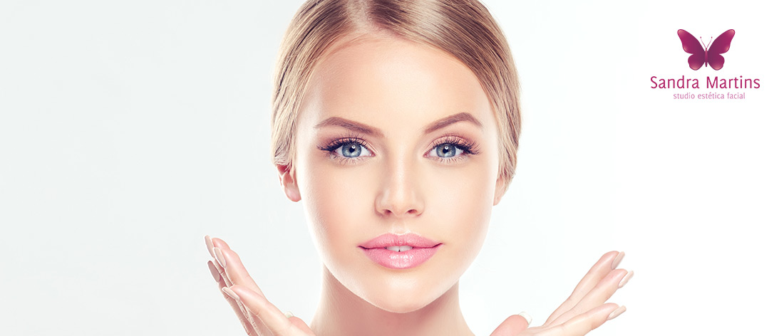 A limpeza de pele Biofotônica ou fotônica é o que há de mais moderno na tecnologia fototerapia (led) associado ao peeling mecânico.