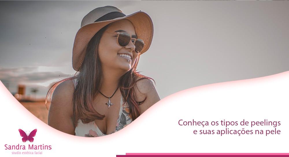 O Studio Sandra Martins realiza, a mais de 10 anos em Brasília, procedimentos com peeling. Sendo um dos tratamentos estéticos mais procurados, por conta dos seus vários benefícios à pele. Venha descobrir quais são os de peeling disponíveis e os resultados que você pode alcançar.