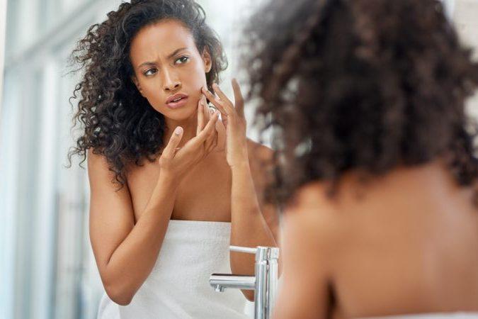 Rotina de cuidados para a pele com dermatite atópica: veja como equilibrar o microbioma
